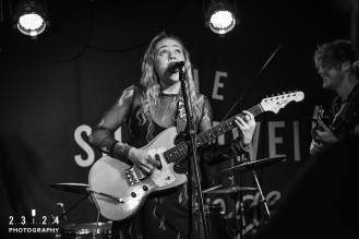 Lauran_Hibberd_Jealous_Of_The_Birds_The_Sunflower_Lounge_Birmingham_12111800019
