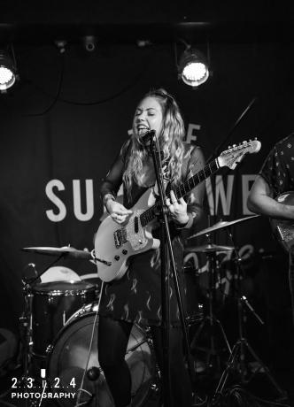 Lauran_Hibberd_Jealous_Of_The_Birds_The_Sunflower_Lounge_Birmingham_12111800051