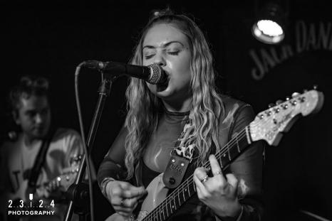 Lauran_Hibberd_Jealous_Of_The_Birds_The_Sunflower_Lounge_Birmingham_12111800062